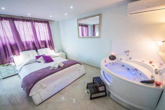 Mesogios House Suites Larnaca