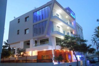 Mesogios House Suites Larnaca Building