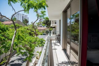 Mesogios House Suites Larnaca Room Terrace