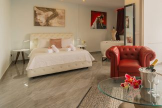 Executive Suite with Fireplace and Spa Bath